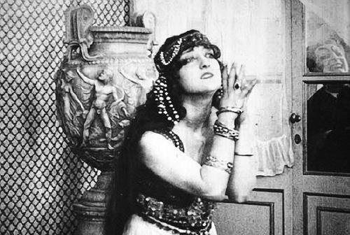 Кадр из фильма «Сатанинская рапсодия», реж. Нино Оксилия, 1920