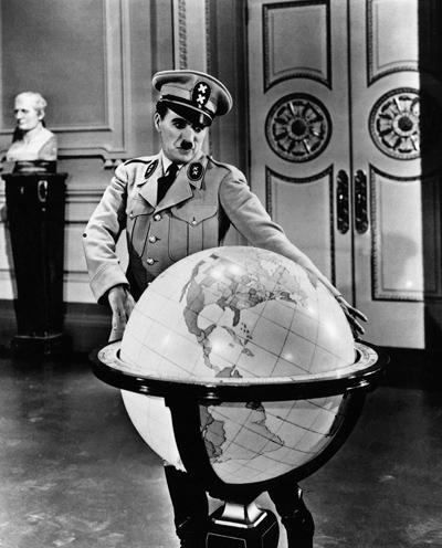 Кадр из фильма «Великий диктатор», реж. Ч. Чаплин, 1940