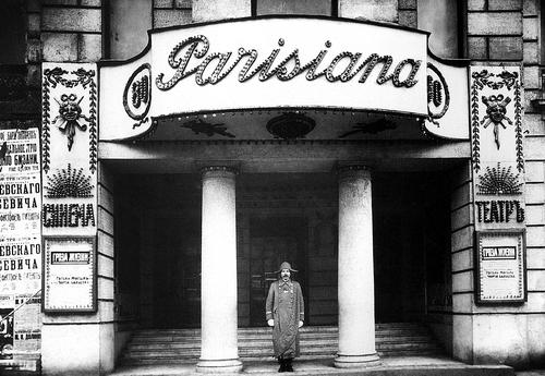 Главный вход в кинотеатр «Parisiana». Фотограф Карл Булла, 1915 год.