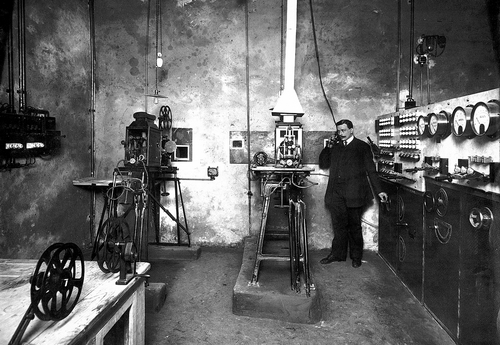 Проекционная аппаратура кинематографа «Пикадилли». Фотограф Карл Булла, 1913 год.