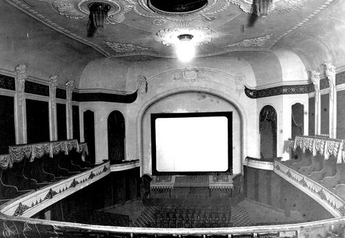 Зрительный зал с ложами балкона и экраном кинематографа «Пикадилли». Фотограф Карл Булла, 1913 год.