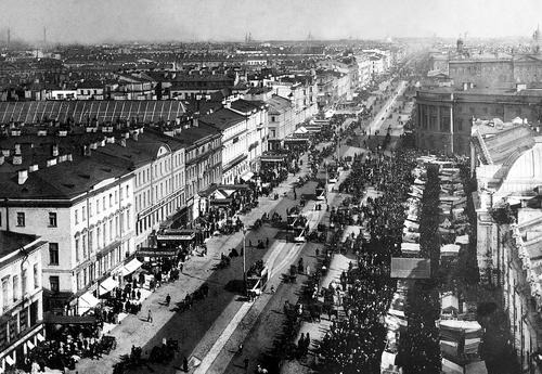 Перспектива Невского проспекта от Городской думы к Знаменской площади. Фотограф неизвестен, начало 1900-х годов.