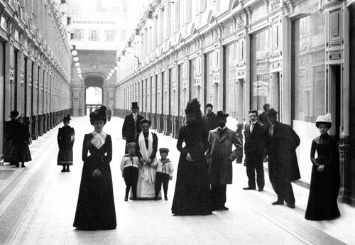Внутренний вид петербургского Пассажа. Фотограф Карл Булла, 1900 год.