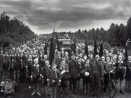 Пионеры Ленинграда, поднятые по тревоге. Фото: Виктор Булла, 1937
