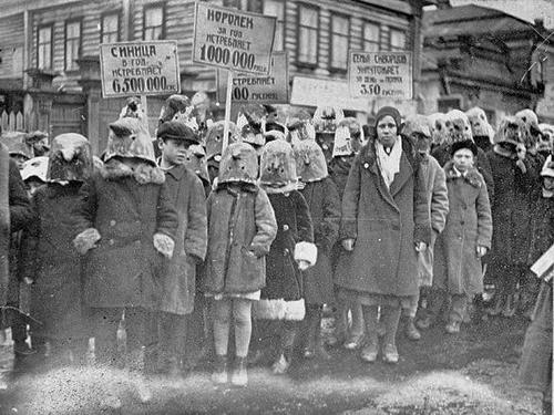 Митинг школьников против уничтожения птиц. 1934