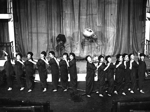 Александра Брунштейн, Борис Зон. Пьеса-обозрение «4 000 000 авторов». Реж. Борис Зон, 1930