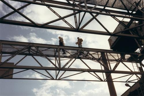 [Тарковский и Нюквист на выборе натуры.] Эта конструкция напомнила Андрею фотоработы русского авангардиста Родченко.