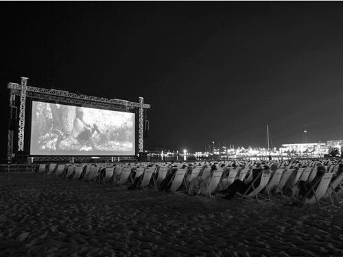 Возможно, кого-то осчастливила победа Михаэля Ханеке на Каннском кинофестивале, но Борису Нелепо больше пришлась по душе возможность дважды увидеть прощальное кино Рауля Руиса.