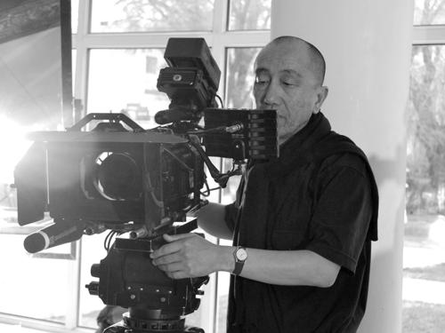 Для Дарежана Омирбаева экранизация — это «перевод именно на язык кино, а не снятый на пленку театр или литература».