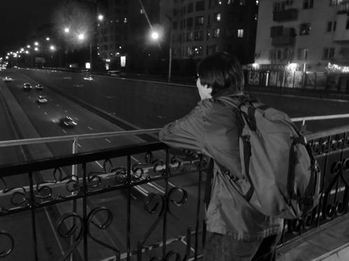 В тот день был ветер, редкое явление в Алма-Ате. Тогда был небольшой ветерок, и молодой человек стоит один — думаю, мне удалось передать его чувство одиночества, показать, что он остался в пустоте.«Студент». Реж. Дарежан Омирбаев, 2012