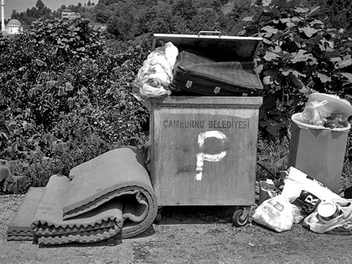Я понял, что мусор — это дерьмо нашей цивилизации. И в этом смысле человечество — еще ребенок, который не научился пользоваться горшком. «Отбросы в райском саду». Реж. Фатих Акин, 2012