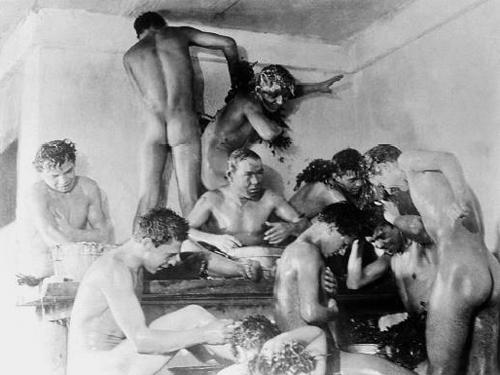 В «Путевке в жизнь» юная жертва легитимизирует идеологию в качестве квазирелигии.«Путевка в жизнь». Реж. Николай Экк, 1931