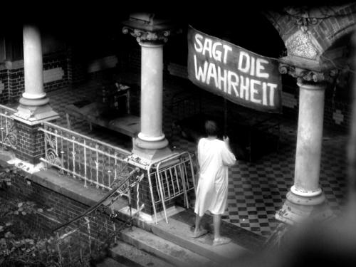 «Берлинская школа» находится на обочине киноиндустрии, но это единственный оригинальный товарный знак, созданный за 10 лет в кинематографе Германии.Альманах «Германия 09». 2009