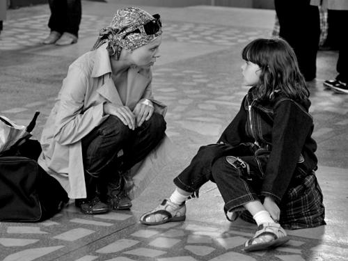 Я Дуню понимаю, когда на нее наезжали и говорили: что ты делаешь, она же только «Волчка» тебе и выдаст.«Волчок». Реж. Василий Сигарев, 2009