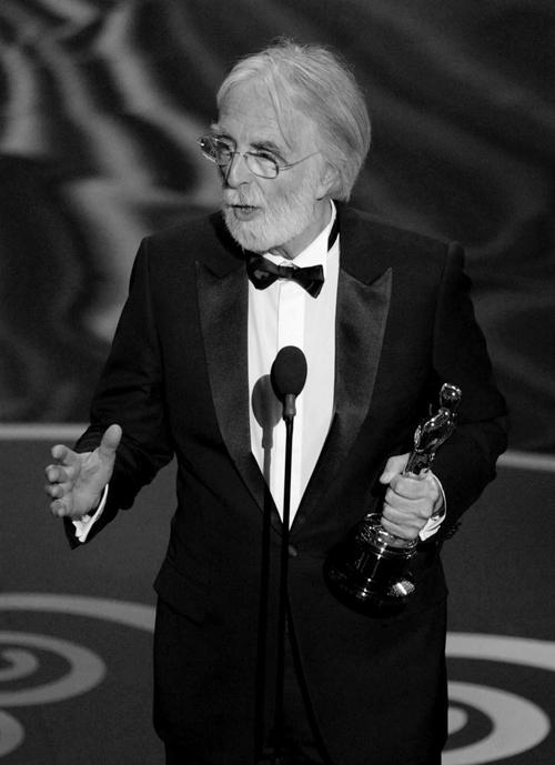 Михаэль Ханеке получает «оскар» за фильм «Любовь» в номинации «лучший иностранный фильм», 2013