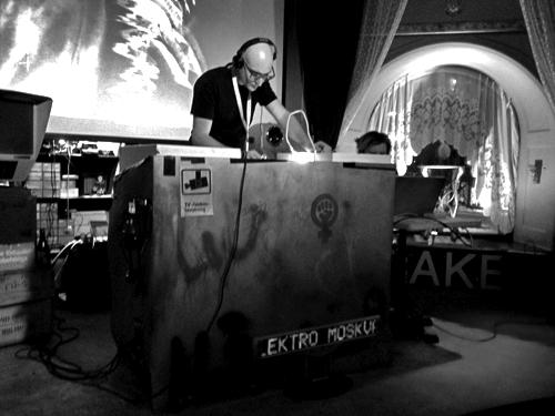 Ди-джей сет создателей документального фильма о советских синтезаторах «Электро Москва»
