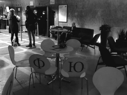 Самые страшные буквы русского алфавита на стульях в кинотеатре Draken