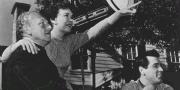 Дуглас Сёрк на съемках «Всё, что дозволено небесами».