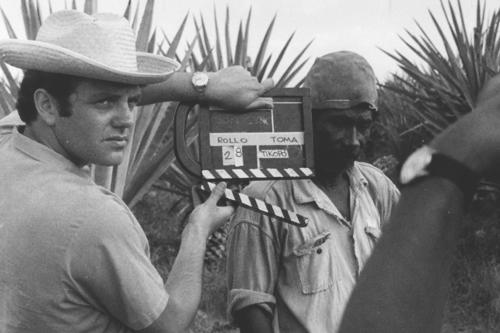 Раймундо Глейзер на съемках фильма <em>La Revolución Congelada</em>