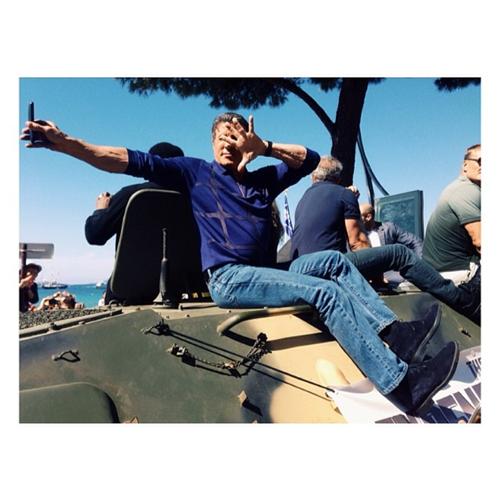 Сталлоне на танке делает селфи. Неудержимые на Круазетт