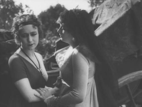 С Гретой Гарбо в  фильма «Сага о Йесте Берлинге». Реж. Мориц Штиллер, 1924
