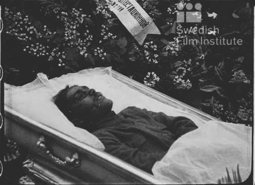 «Прибытие тела павшего в бою с казаками военного комиссара тов. Безносова» («Кино –неделя №29»)