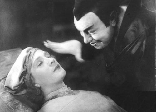 Йёста Экман и Эмиль Яннингс в фильме «Фауст» (реж. Фридрих Вильгельм Мурнау, 1926)