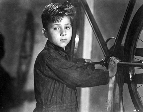 the bicycle thief Hailed around the world as one of the greatest movies ever made, the academy award–winning bicycle thieves, directed by vittorio de sica, defined an era in cinema.