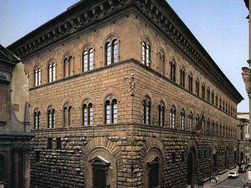 Палаццо Медичи-Риккарди во Флоренции. Арх. Микелоццо ди Бартоломео, 1444—1460