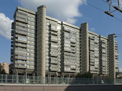 Дом авиаторов («Дом на ножках») на Беговой улице. Арх. Андрей Меерсон, 1973—1978
