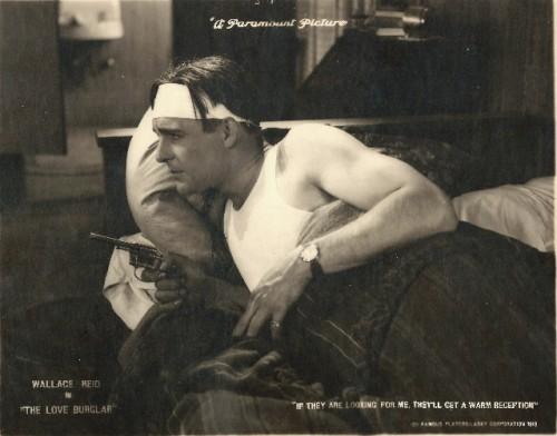 Вфильме «Любовь взломщика» (1919, реж. Дж. Крюзе)