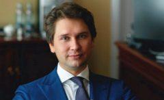 Глава Фонда кино Антон Малышев уволен сдолжности