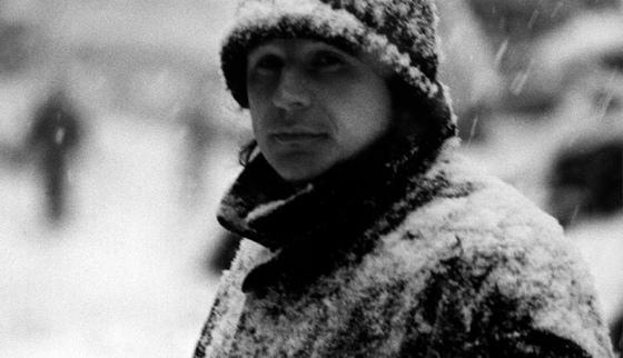 Алексей Балабанов на съемках фильма «Счастливые дни». 1990