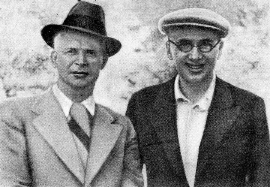 В агентурных донесениях часто встречается имя украинского писателя и близкого друга Довженко — Юрия Яновского (cправа)