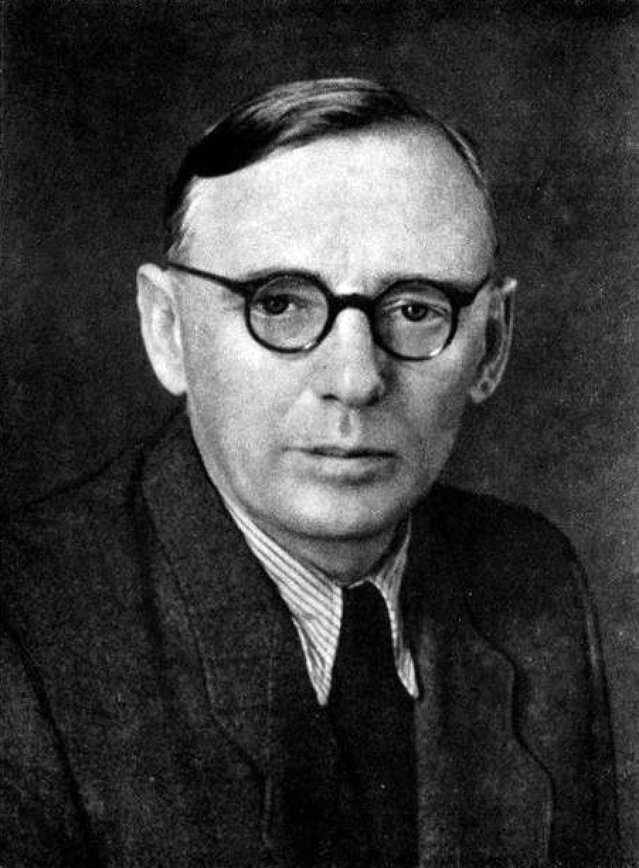 Наибольшее число донесений на Довженко принадлежит перу агента «Стрела», он же писатель Юрий Смолич