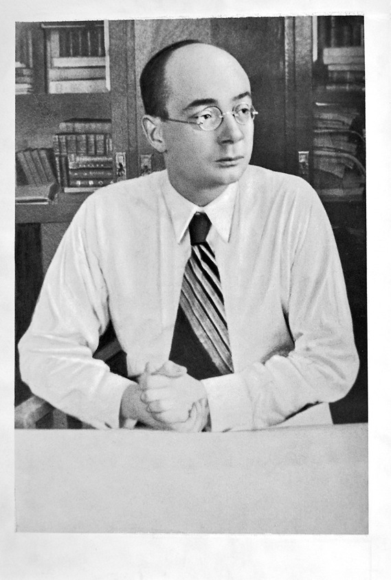 Микола Бажан — писатель, ближайший друг Довженко и по совместительству — агент «Петр Уманский»