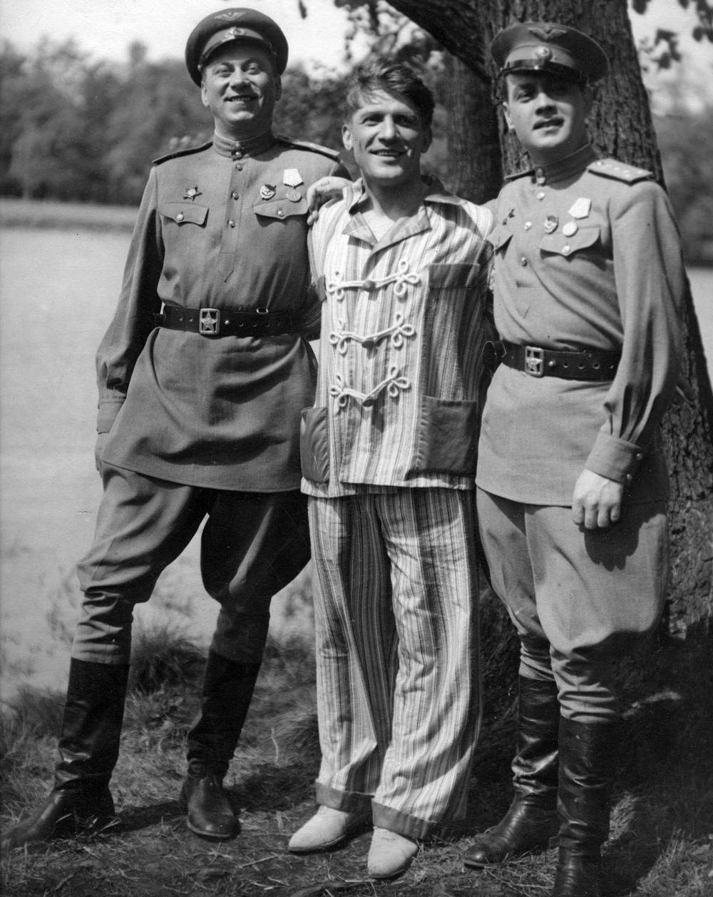 «Небесный тихоход». Реж. Семен Тимошенко. 1946